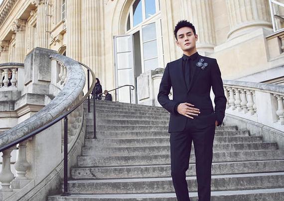 王凯出席巴黎时装周某品牌2017冬季男装系列发布秀