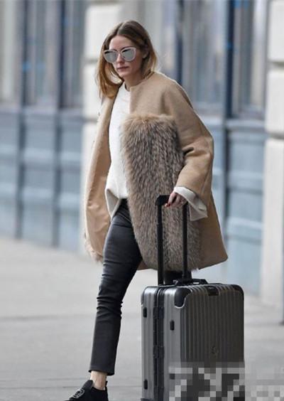 Olivia Palermo最新街拍示范 皮草外套舒适与时髦兼具