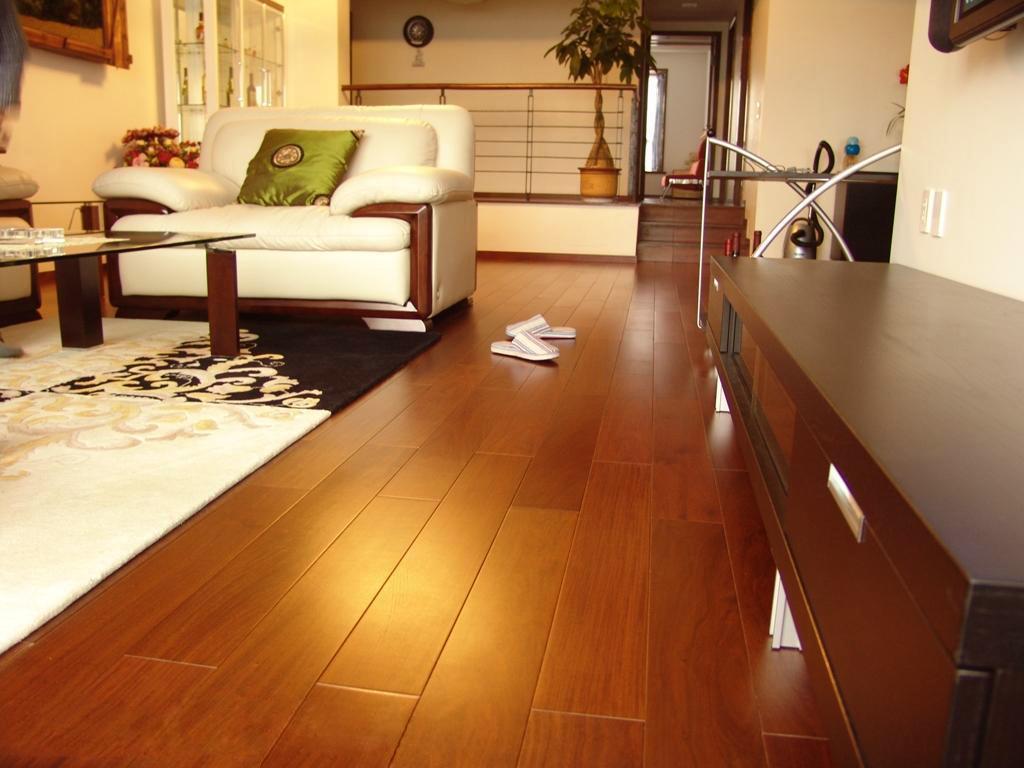 木材价格持续上涨 地板市场涨声一片