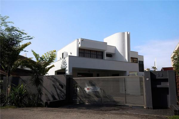 吉隆坡山坡豪宅:现代感十足的私人别墅