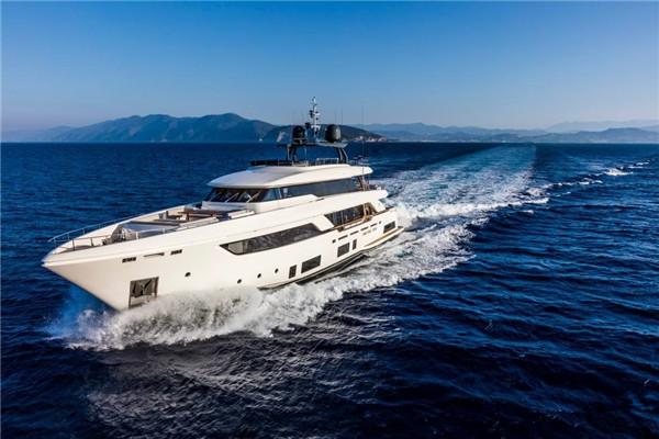 法拉帝Custom Line发布全新Navetta 37旗舰游艇