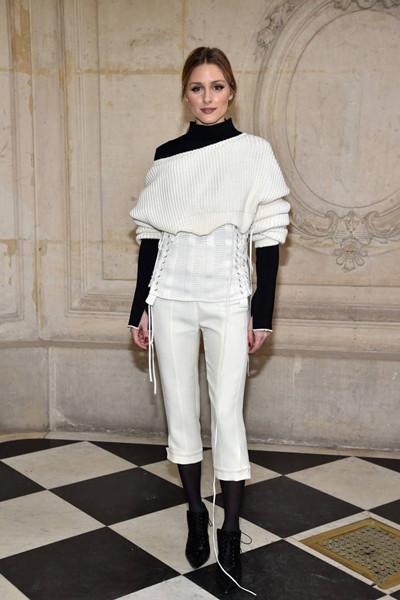 春季服装流行趋势示范 高领秋衣时髦保暖有档次