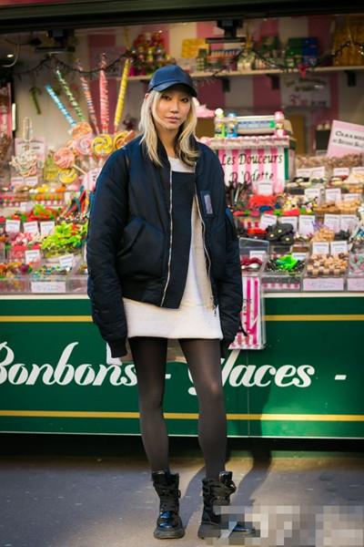 时装周街拍造型示范 黑色丝袜也能穿出大牌范儿