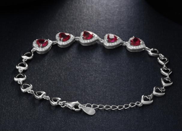 """买一款珍爱的银饰送给心爱的""""她"""""""