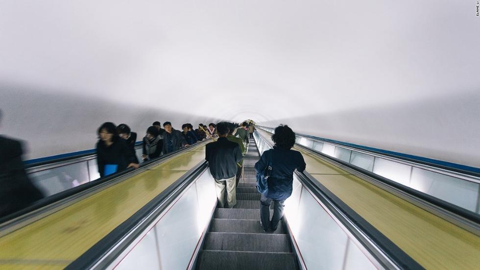朝鲜平壤地铁深达120米