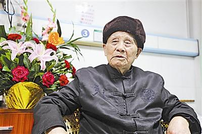 百岁老红军忆苦思甜 称习主席是从严治党的生动见证