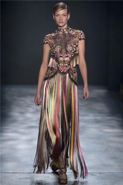 Marchesa服装品牌于纽约时装周发布2017秋冬系列