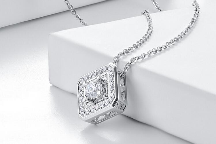 周大生珠宝白18K金星芒钻石吊坠_珠宝图片
