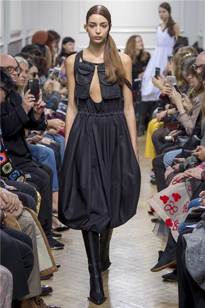 J.W.Anderson服装品牌于伦敦时装周发布2017秋冬系列