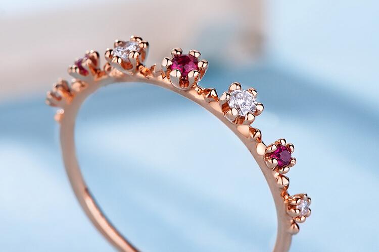 周大生珠宝18K玫瑰金红宝石群镶戒指_珠宝图片