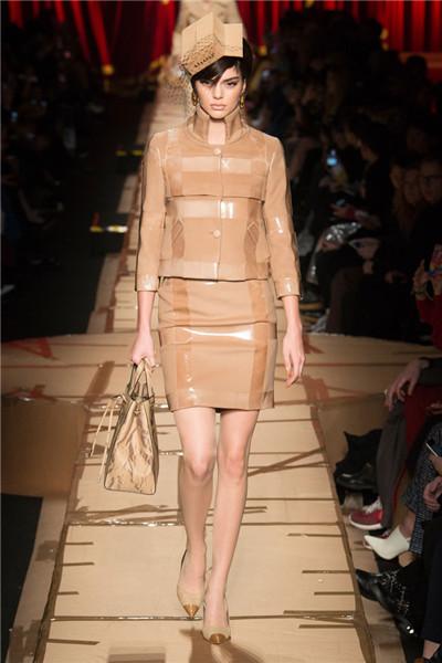 Moschino于米兰时装周发布2017秋冬系列高级成衣