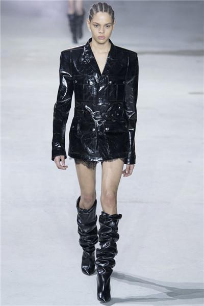Saint Laurent于巴黎时装周发布2017秋冬系列高级成衣