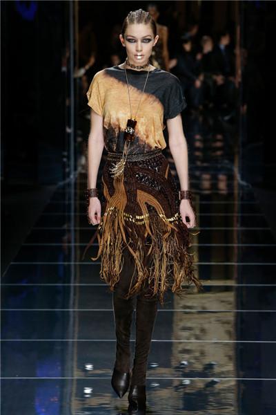 Balmain(巴尔曼)于巴黎时装周发布2017秋冬系列