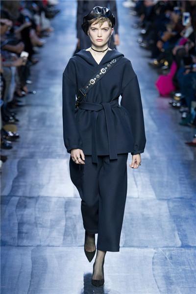 Christian Dior服装品牌于巴黎时装周发布2017秋冬系列