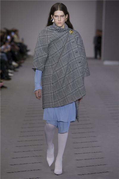 Balenciaga(巴黎世家)于巴黎时装周发布2017秋冬系列