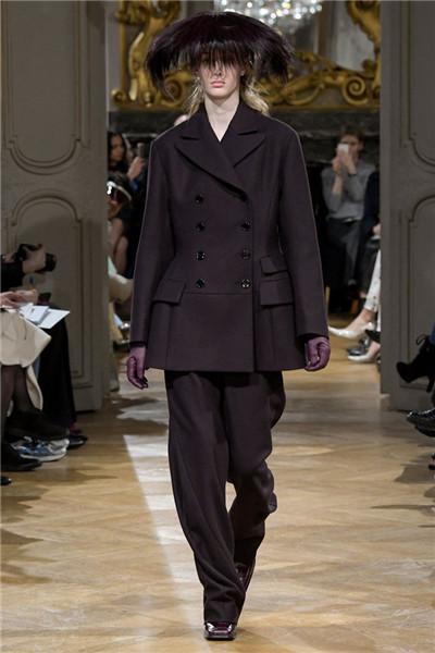 John Galliano服装品牌于巴黎时装周发布2017秋冬系列