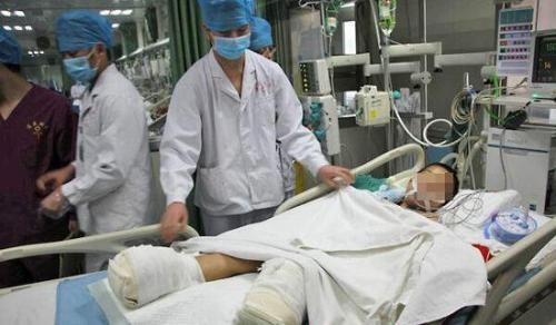 男童双腿遭火车碾压导致截肢 意外伤害可申请相关保险赔偿