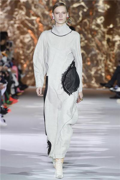 Acne Studios服装品牌于巴黎时装周发布2017秋冬系列
