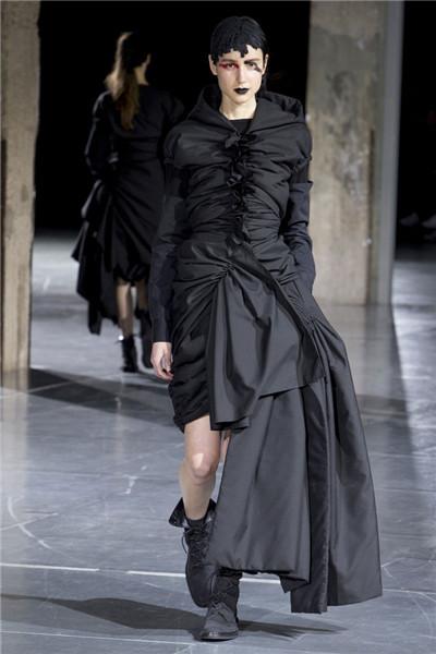 Yohji Yamamoto于巴黎时装周发布2017秋冬系列高级成衣