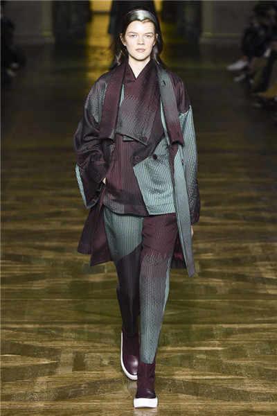 Issey Miyake于巴黎时装周发布2017秋冬系列高级成衣