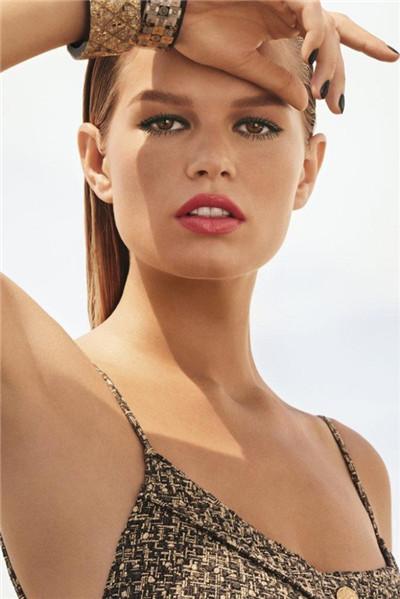 Chanel(香奈儿)释出最新2017春夏系列美妆广告大片