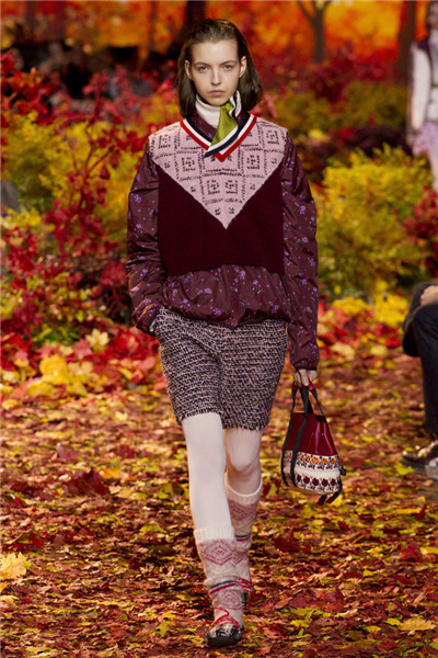 Moncler Gamme Rouge服装品牌于巴黎发布2017秋冬系列