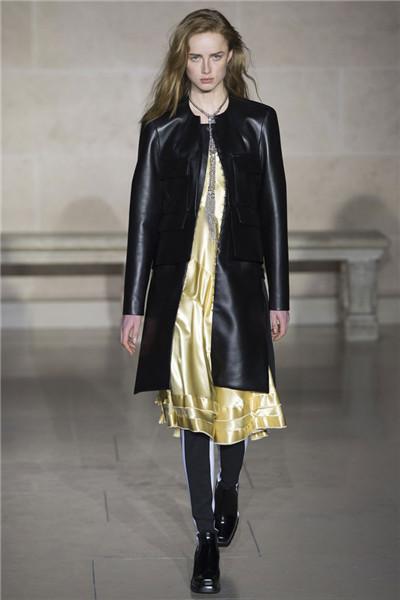 Louis Vuitton于巴黎时装周发布2017秋冬系列高级成衣