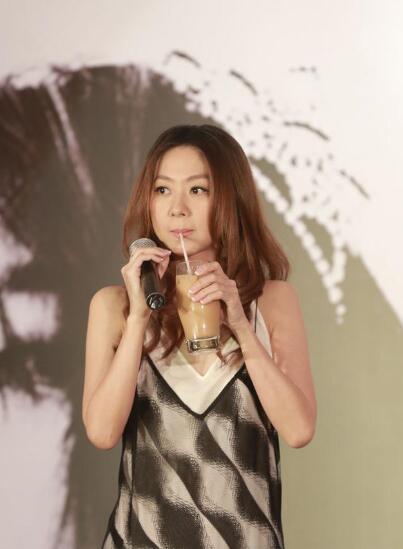 陈绮贞将举办房间里的音乐会 写歌时会看美剧放松