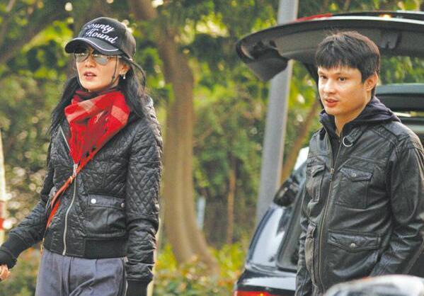 张曼玉被曝遭甩 被爆与小15岁男友情断