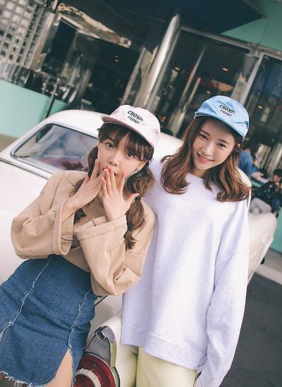 韩国妹子穿衣搭配示范 休闲款上身帮你招桃花