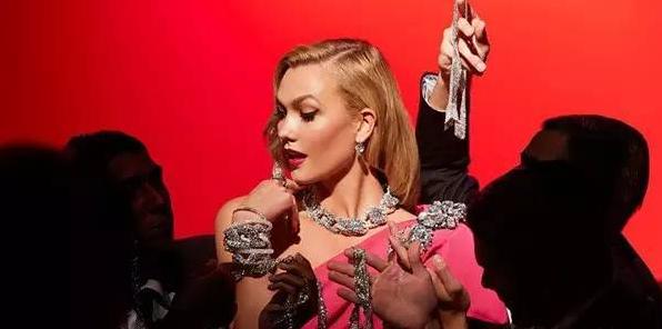 Karlie Kloss 拍摄施华洛世奇珠宝大片