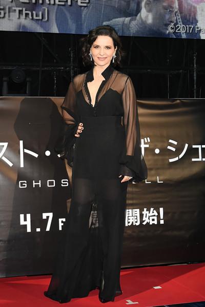 Juliette Binoche佩戴萧邦钻石耳环出席电影首映礼