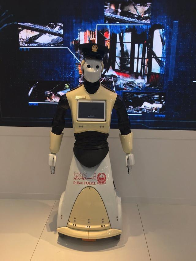 迪拜首批机器人警察 未来还将建立智能警察局