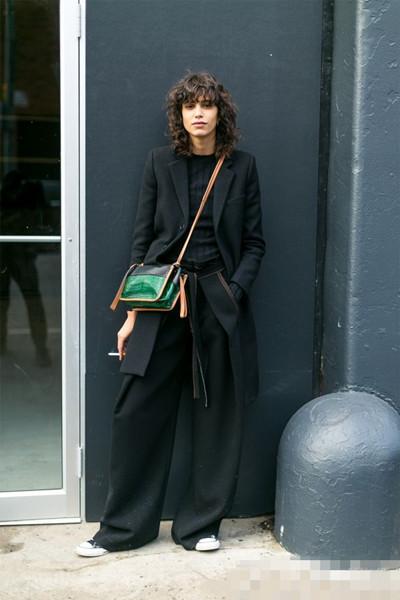 达人私服街拍穿搭示范 黑色外套你真的会穿么?