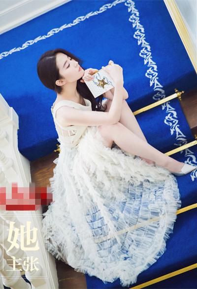 刘亦菲街拍造型示范 无袖上衣搭配仙女裙显瘦十斤