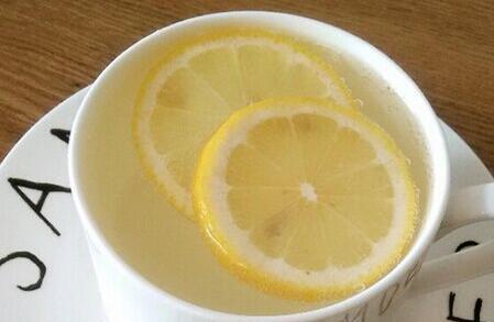 喝柠檬水有什么好处?饮用的时候应该注意什么?