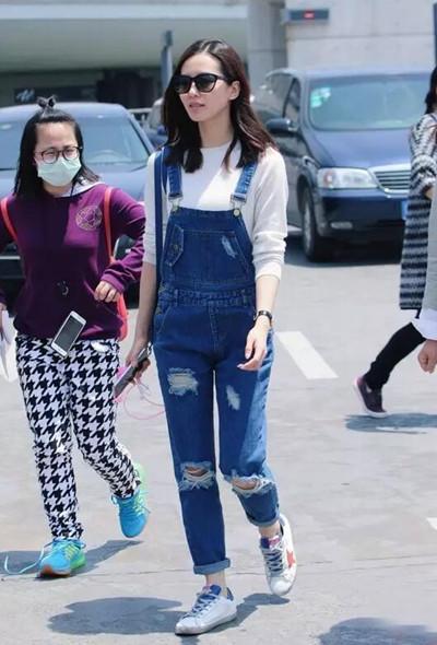 明星穿衣搭配造型示范 来款牛仔裤做街头潮人吧