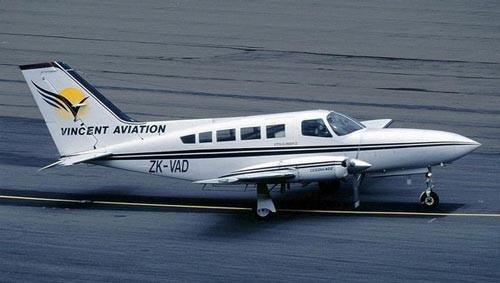 赛斯纳402:双发活塞式9/10座客货两用型私人飞机