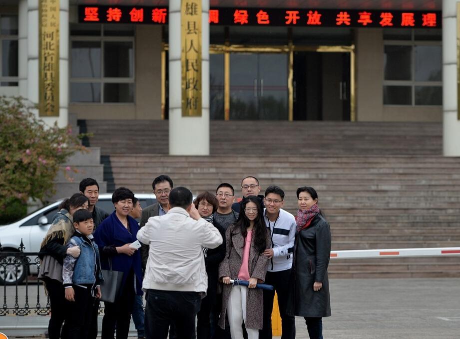 雄县政府大楼成游客拍照景点