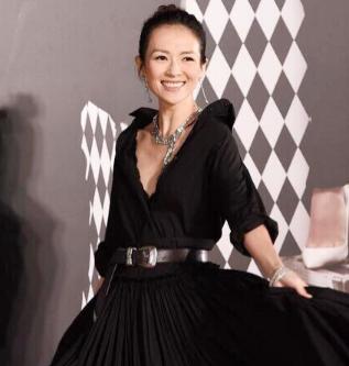 章子怡戴蒂芙尼珠宝惊艳亮相红毯 完美演绎自信与优雅