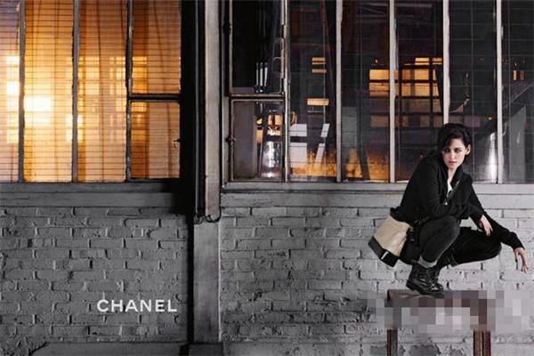 香奈儿推出全新Gabrielle包包平面广告大片