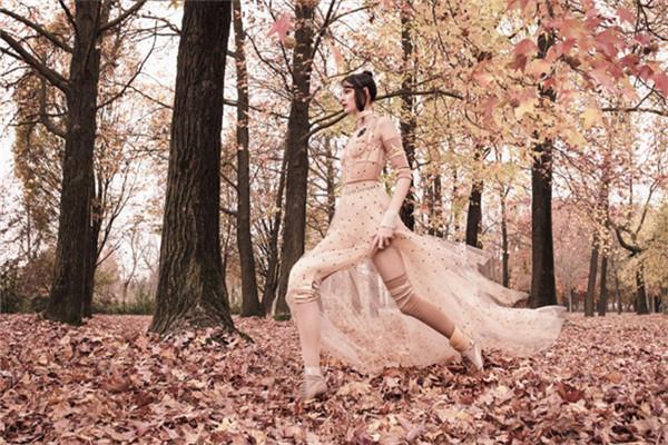 超模Vittoria Ceretti登上《Vogue》杂志4月号封面