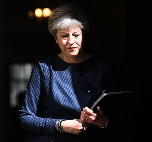 英国意外将大选提前 现货白银上演生死时速