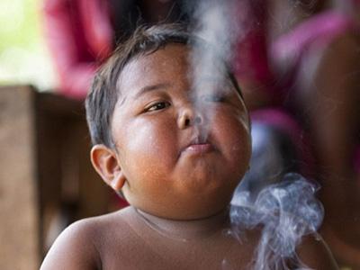 日抽40支烟的2岁男童如今变这样