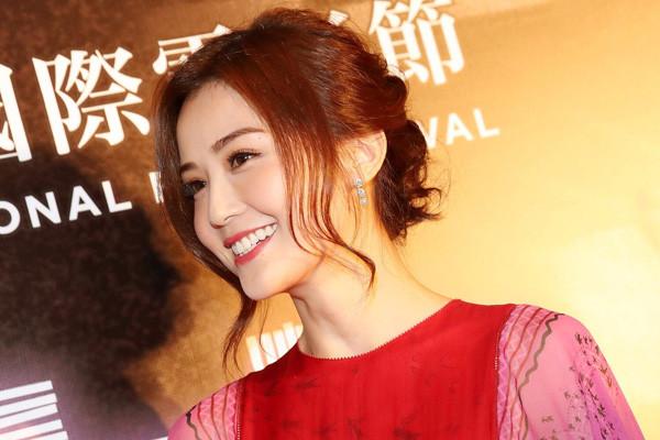 Harry Winston携手蔡卓妍亮相2017年香港国际电影节