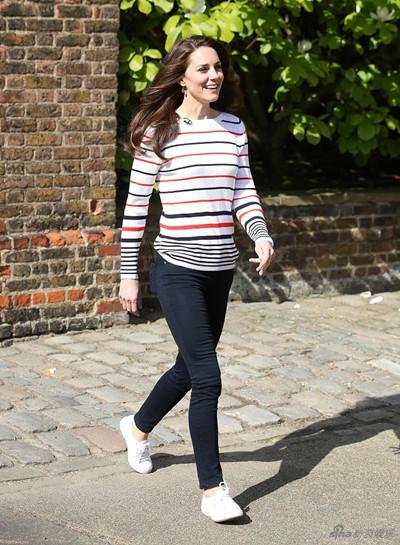 凯特王妃穿衣搭配示范 条纹衫清新似邻家姐姐