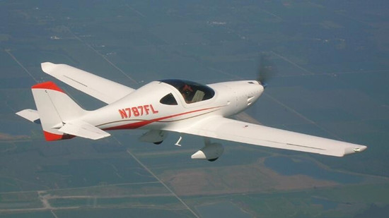 Lightning LS-1:具有高性能处理能力的私人飞机