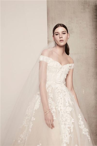 Elie Saab服装品牌释出2018春夏婚纱系列时尚型录