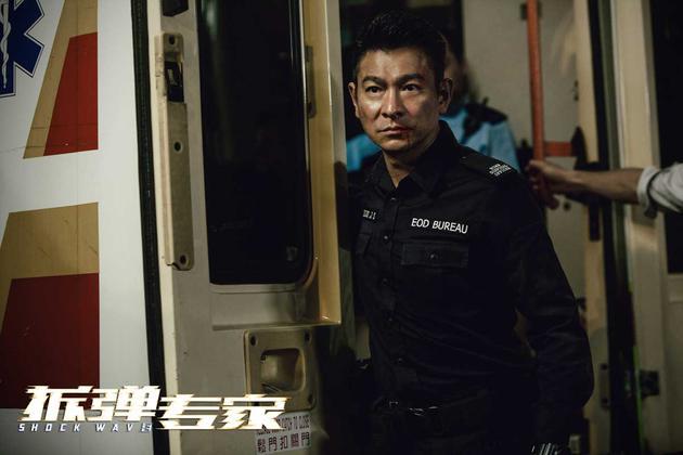 《拆弹专家》打造非同凡响的港式警匪电影 必有人负重前行