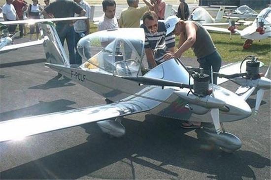 Cricri:最小的双引擎超轻型私人飞机